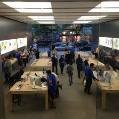Photo taken at Apple Store, Sainte-Catherine by Changungo on 6/11/2013