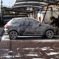Photo taken at Stop & wash by Fernando R. on 2/26/2012