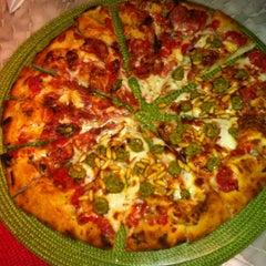 Photo taken at A Tal da Pizza by Renata F. on 9/1/2012