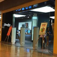 Photo taken at iStudio by Watcharaphong C. on 7/31/2012