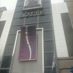 Photo taken at 롯데백화점 (LOTTE Department Store) by Paul Sohn 孙永秀 on 7/4/2012