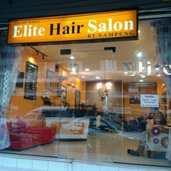 Photo taken at Elite Hair Salon by Numpung N. on 8/23/2012