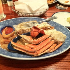 Photo taken at Red Lobster by Stephen on 6/19/2012