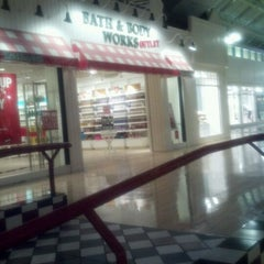 Photo taken at Bed Bath & Beyond by Zachary C. on 9/2/2011