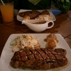 Photo taken at Me'nate Steak House by Ahmad Safwan A. on 2/29/2012