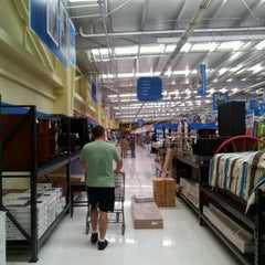Photo taken at Walmart by Carlos Eduardo E. on 8/13/2011