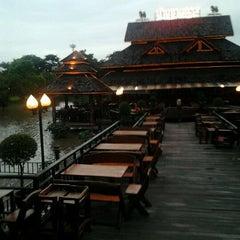 Photo taken at บ้านชานกรุง (Baan Chan Krung) by pphippy B. on 7/28/2012