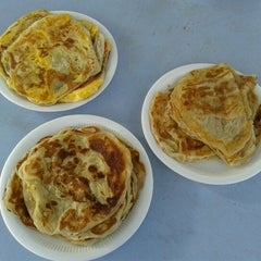 Photo taken at Pak Wan Roti Canai by Farhanah on 8/23/2012