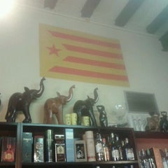 Photo taken at Cerveseria mes parroquia by Ypsilon V. on 4/22/2012