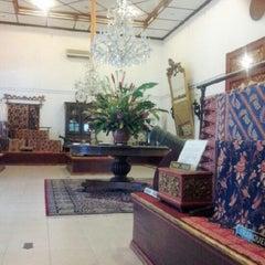 Photo taken at Museum Batik Kuno Danar Hadi by najib n. on 6/23/2012