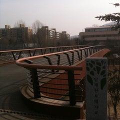 Photo taken at 양재천 산책로 (Yangjaecheon Trails) by jeong hoon l. on 2/8/2011