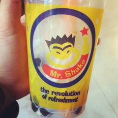 Photo taken at Mr.Shake (มิสเตอร์เชค) by Pattaraporn P. on 6/24/2012