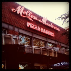 Photo taken at Mellow Mushroom by Ronny H. on 7/23/2011