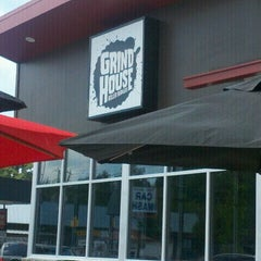 Photo taken at Grindhouse Killer Burgers by Vivien K. on 6/19/2011