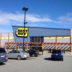 Photo taken at Best Buy by Albert L. on 3/5/2012