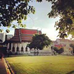Photo taken at วัดเทพศิรินทราวาส ราชวรวิหาร (Wat Debsirin) by DiN on 6/21/2012