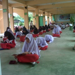 Photo taken at โรงเรียนตัสดีกียะห์ by Anis S. on 8/29/2012