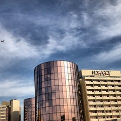 Photo taken at Hyatt Regency O'Hare by Nikelii B. on 6/15/2012