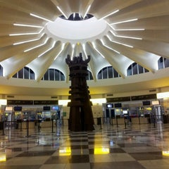 Photo taken at Gates C by sandra soledad m. on 2/11/2012