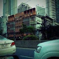 Photo taken at all seasons Bangkok Sathorn Hotel by Sarayut W. on 2/9/2012