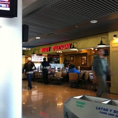Photo taken at Ruby Tuesday by Warner O. on 10/9/2011