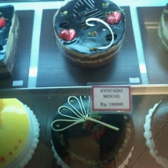 Photo taken at Clover Bakeshoppe by milka t. on 3/30/2012