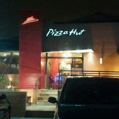 Photo taken at Pizza Hut by Jorge D. on 8/21/2011