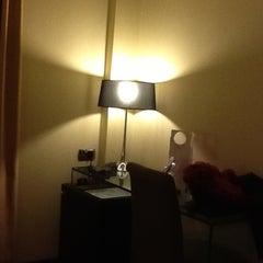 Photo taken at Cosmopolitan Hotel by yao b. on 4/14/2012