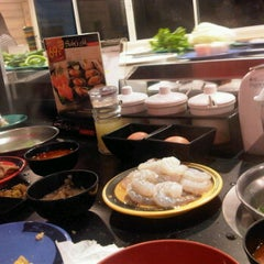 Photo taken at Shabushi (ชาบูชิ) by Ann P. on 12/15/2011