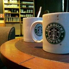 Das Foto wurde bei Starbucks von Paul F. am 10/21/2011 aufgenommen