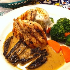 Photo taken at Chili's Grill & Bar by Willy L. on 2/13/2012
