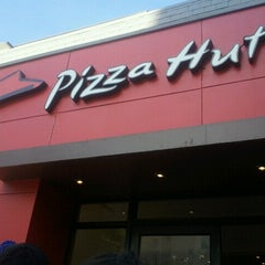 Photo taken at Pizza Hut by Loree A. on 8/29/2012