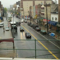 Photo taken at MTA Subway - Astoria Blvd/Hoyt Ave (N/Q) by Andrew on 4/23/2012