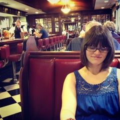 Photo taken at Du-par's Restaurant & Bakery by Graham K. on 8/30/2012