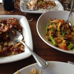 Photo taken at P.F. Chang's Asian Restaurant by Manuel B. on 5/19/2012