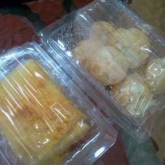 Photo taken at ร้านกาแฟ (ใต้ตึกกิจกูล) by koi b. on 7/27/2012