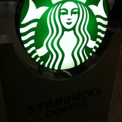 Photo taken at Starbucks Coffee クリスタ長堀店 by Hero-Cool A. on 5/1/2012