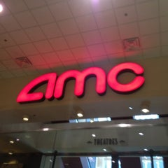 Photo taken at AMC River East 21 by Aّmoُon on 6/27/2012