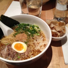 Photo taken at Momofuku Noodle Bar by Patricia on 5/8/2012
