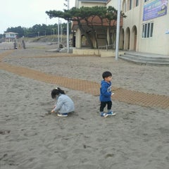 Photo taken at 이호테우해변 (Iho Taewu Beach) by Choong Ryeon J. on 10/30/2011