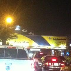 Photo taken at شارع فلسطين تقاطع المدينة by Roni on 9/12/2012