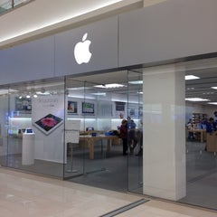 Photo taken at Apple Store, Mall of America by Steven P. on 4/26/2012