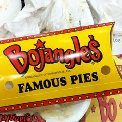 Photo taken at Bojangles' Famous Chicken 'n Biscuits by Mighty Mike P. on 1/26/2012