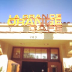 Photo taken at La Grande Orange Cafe by Gabe W. on 10/29/2011