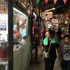 Photo taken at ตลาดคลองสวน 100 ปี (Klong Suan 100-Year-Old Market) by Ake K. on 9/1/2012