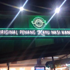 Photo taken at Restoran Original Penang Kayu Nasi Kandar by John O. on 5/28/2012