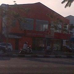Photo taken at Radix Fried Chicken by Adieyz D. on 8/4/2012