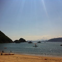 Photo taken at South Bay Beach 南灣泳灘 by Sarah F. on 8/1/2011