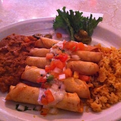 Photo taken at Chuy's by Yiying L. on 3/16/2011