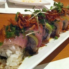 Photo taken at Sushi Yuzu by Sharina T. on 4/28/2011
